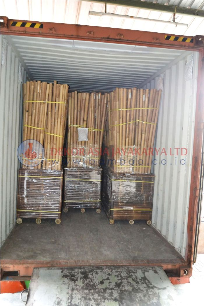 BLACK BAMBOO POLE AND NATURAL BAMBOO POLE